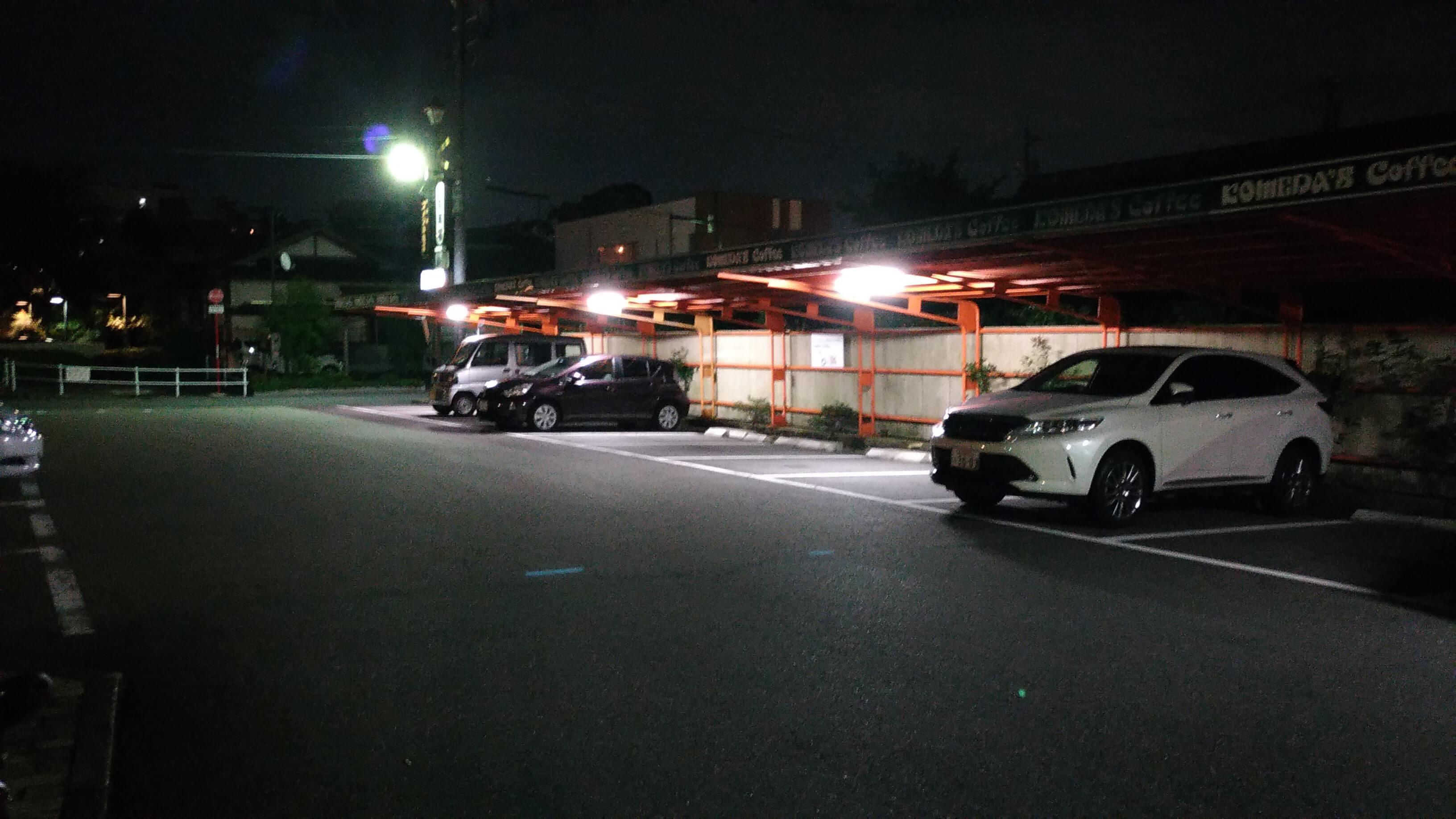 コメダ珈琲本店の駐車場