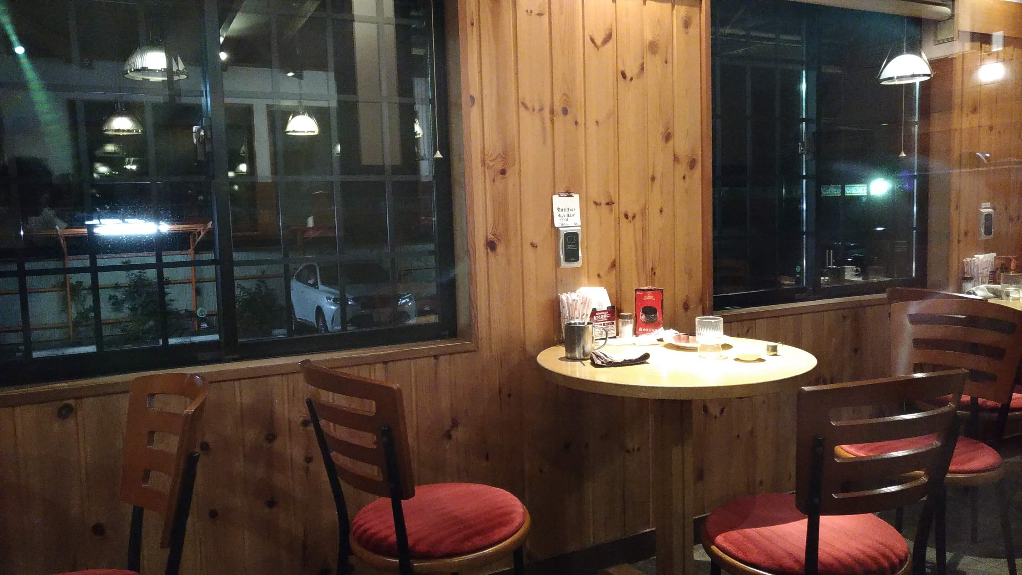 コメダ珈琲本店のカウンターテーブル