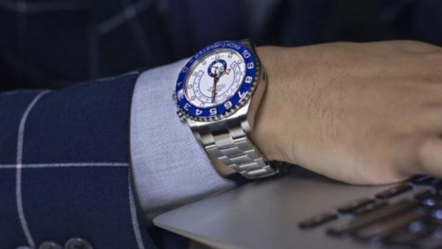 仕事に自信をつけるには腕時計